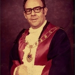 Square small large cr. leslie e. stone jp first mayor of wodonga  circa 1973
