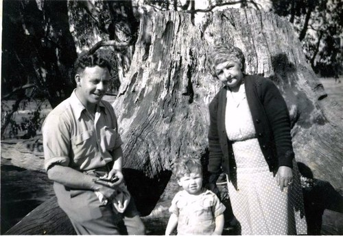 Medium les and shane stone nana stone wahgunyah murray river 1951