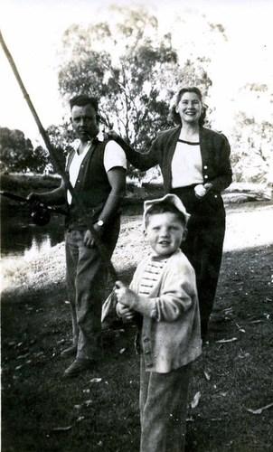 Medium les  pam and shane stone fishing muray river 1954