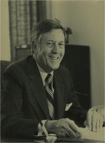 Medium the honourable sir edward woodward ac obe qc circa 1981