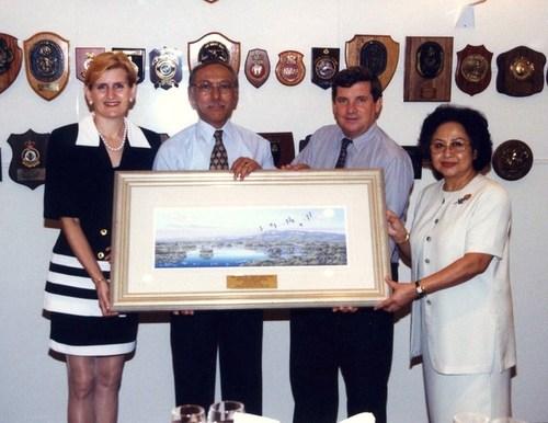 Medium chief minister luncheon farewell indonesian consul widodo 17 dec 1998