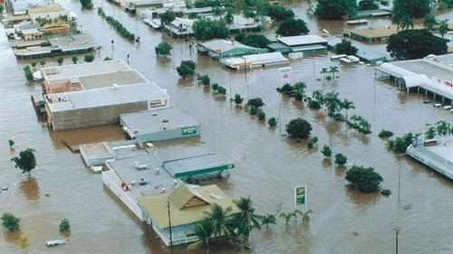 Medium mian street katherine floods  2