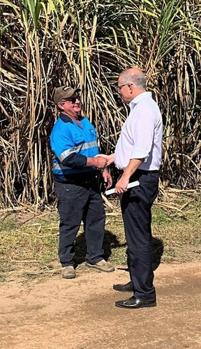 Medium gary stockham and prime minister scott morrison at the stockham cane farm   giru qld 8 august 209