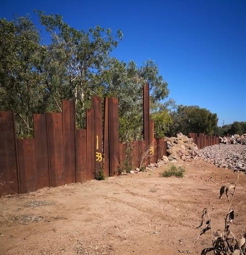 Medium retaining wall normanton weir