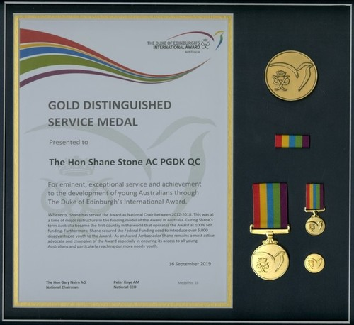 Medium gold distinguished service medal d of e